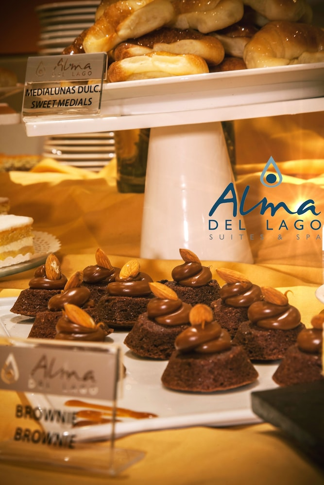 알마 델 라고 스위트 & 스파(Alma del Lago Suites & Spa) Hotel Image 31 - Breakfast buffet