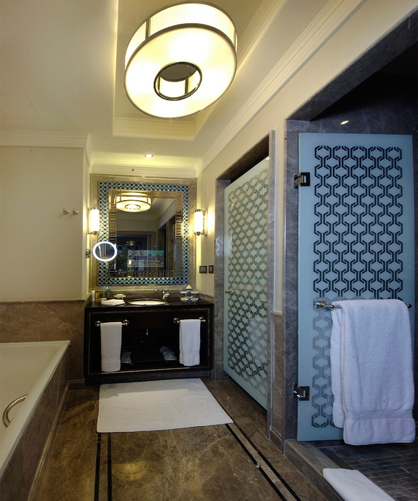 힐튼 부르사 컨벤션 센터 & 스파(Hilton Bursa Convention Center & Spa) Hotel Image 37 - Bathroom