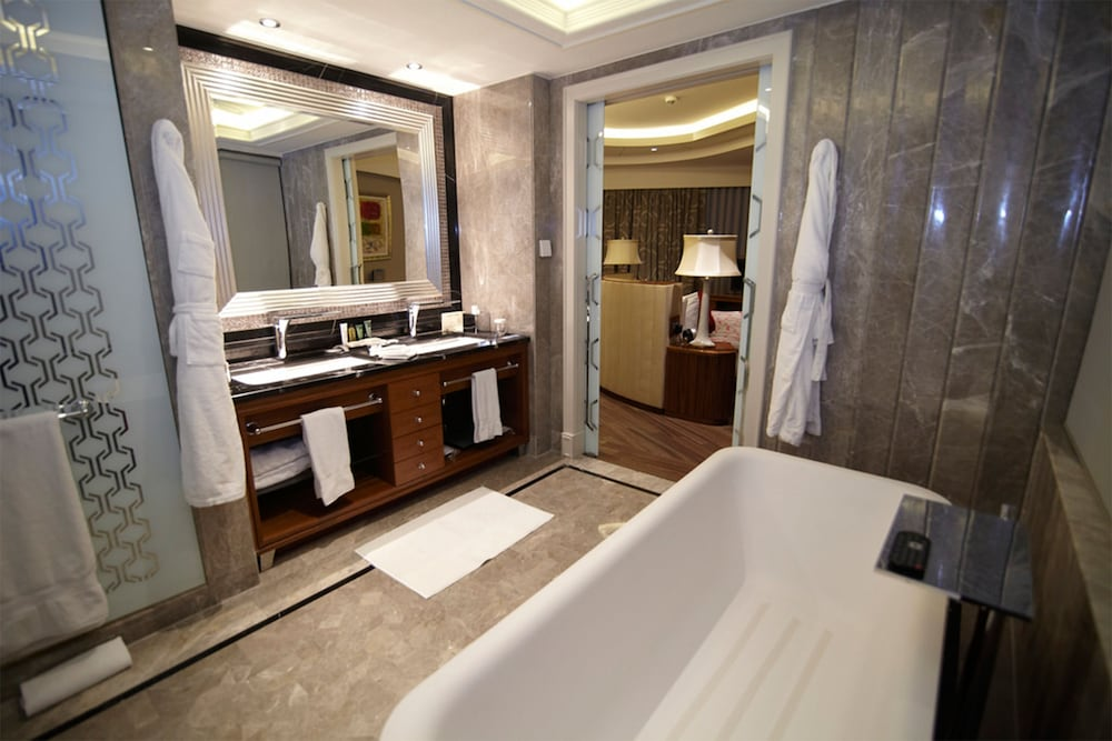 힐튼 부르사 컨벤션 센터 & 스파(Hilton Bursa Convention Center & Spa) Hotel Image 38 - Bathroom