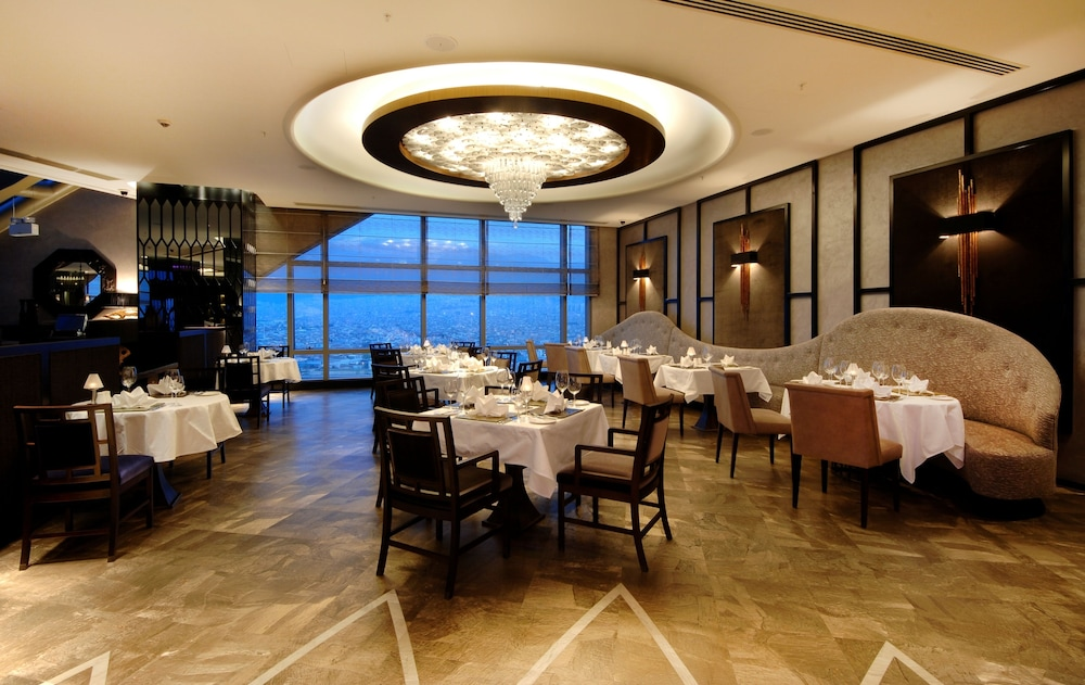 힐튼 부르사 컨벤션 센터 & 스파(Hilton Bursa Convention Center & Spa) Hotel Image 78 - Restaurant