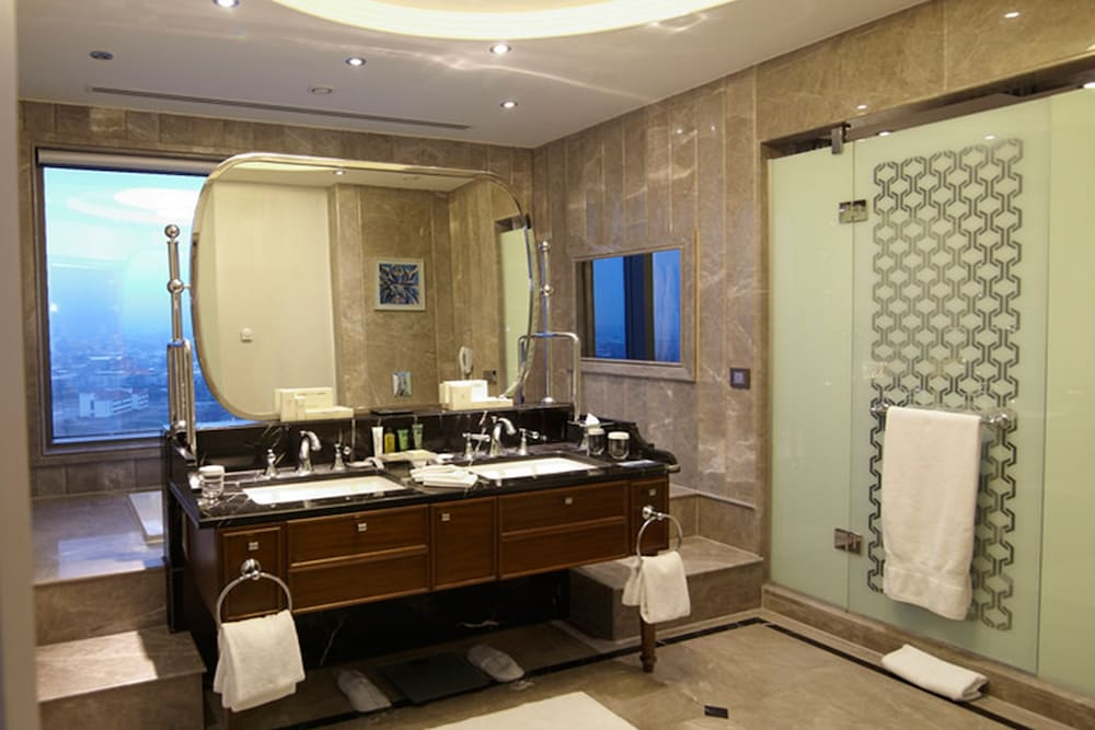 힐튼 부르사 컨벤션 센터 & 스파(Hilton Bursa Convention Center & Spa) Hotel Image 39 - Bathroom