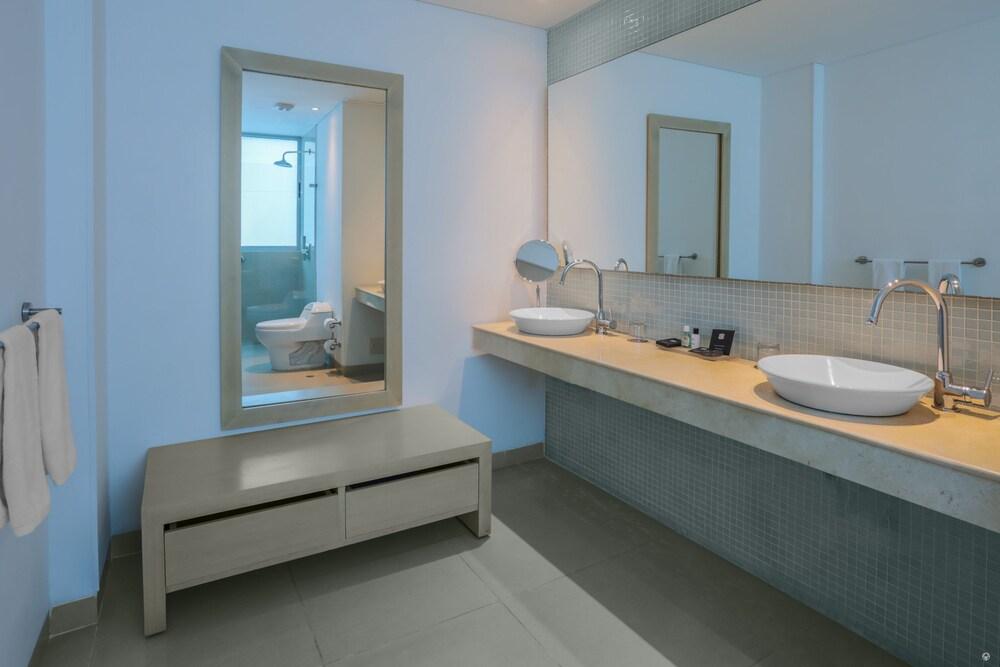 소네스타 호텔 카르타헤나(Sonesta Hotel Cartagena) Hotel Image 22 - Bathroom