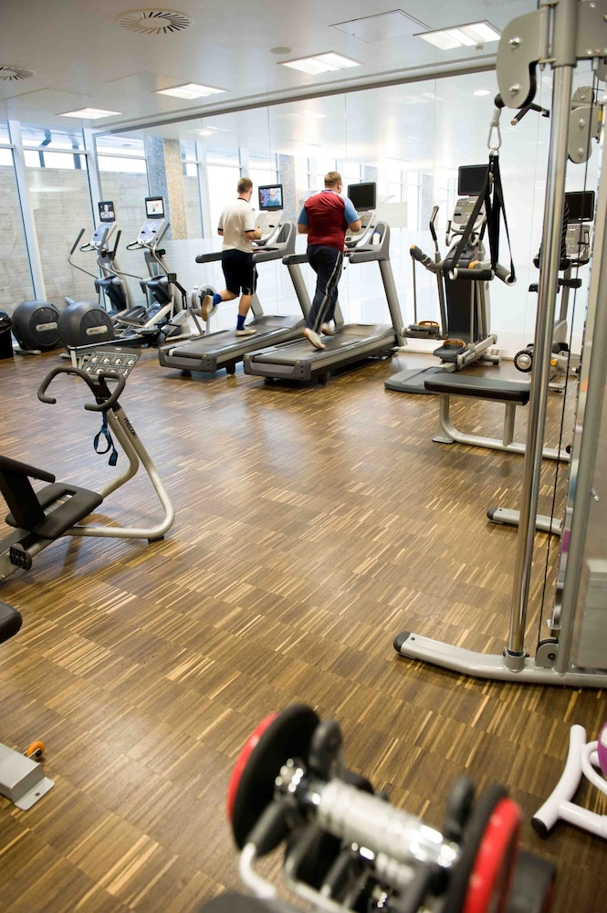 래디슨 블루 호텔 이스트 미드랜즈 에어포트(Radisson Blu Hotel East Midlands Airport) Hotel Thumbnail Image 25 - Gym