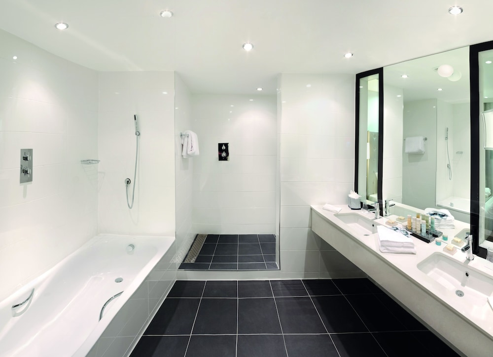 래디슨 블루 호텔 이스트 미드랜즈 에어포트(Radisson Blu Hotel East Midlands Airport) Hotel Image 20 - Bathroom
