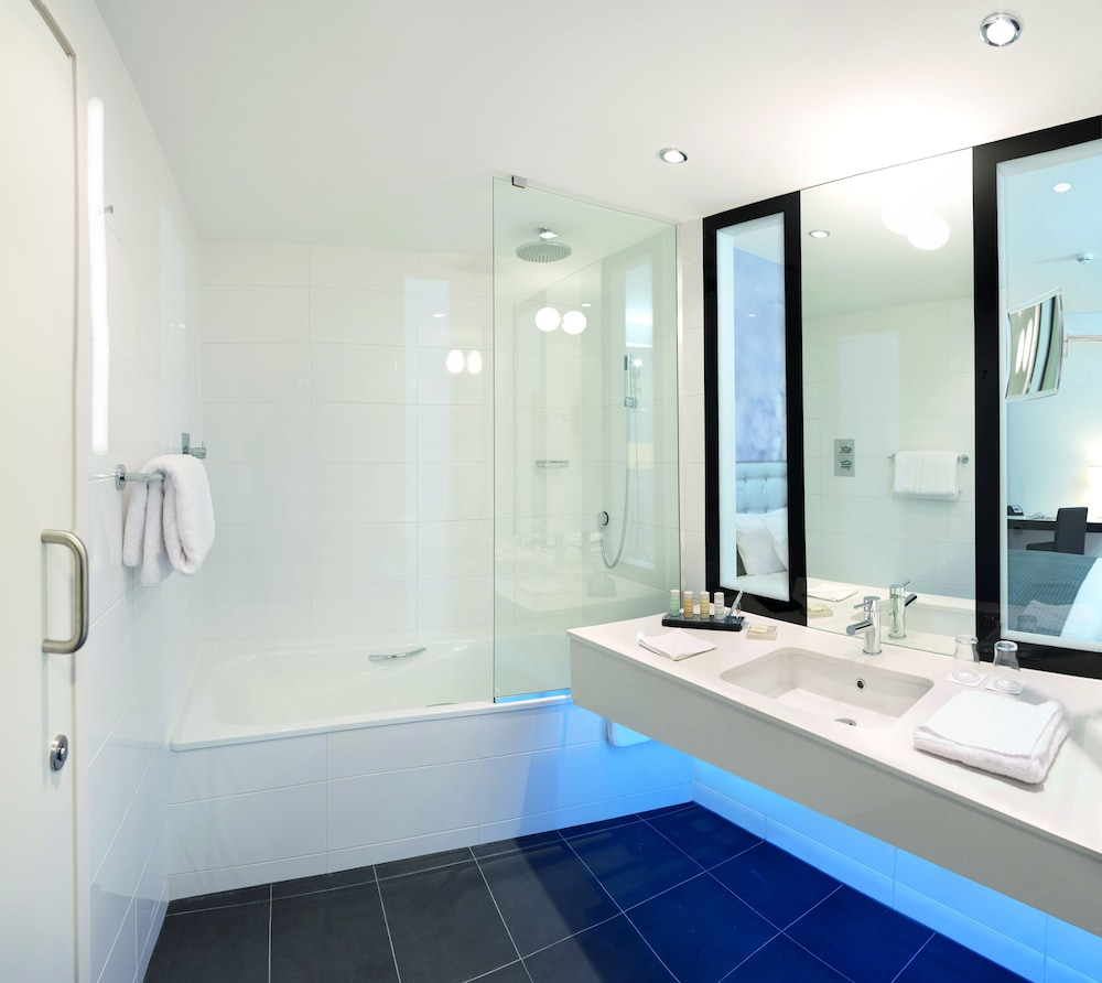 래디슨 블루 호텔 이스트 미드랜즈 에어포트(Radisson Blu Hotel East Midlands Airport) Hotel Image 19 - Bathroom