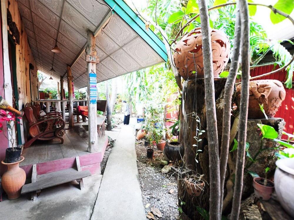 수코타이 게스트 하우스(Sukhothai Guest House) Hotel Image 38 - Property Grounds