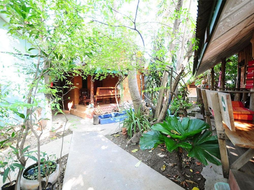 수코타이 게스트 하우스(Sukhothai Guest House) Hotel Image 26 - Property Grounds