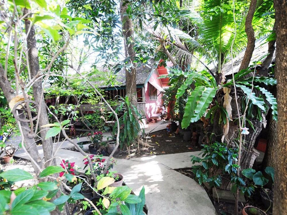 수코타이 게스트 하우스(Sukhothai Guest House) Hotel Image 27 - Property Grounds