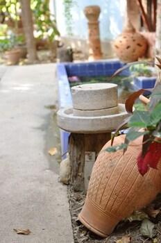 수코타이 게스트 하우스(Sukhothai Guest House) Hotel Image 40 - Property Grounds