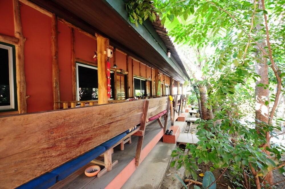 수코타이 게스트 하우스(Sukhothai Guest House) Hotel Image 15 - Terrace/Patio