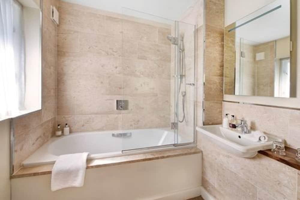 더 라이벡 컨트리 하우스 & 레스토랑(The Ryebeck Country House & Restaurant) Hotel Image 31 - Bathroom