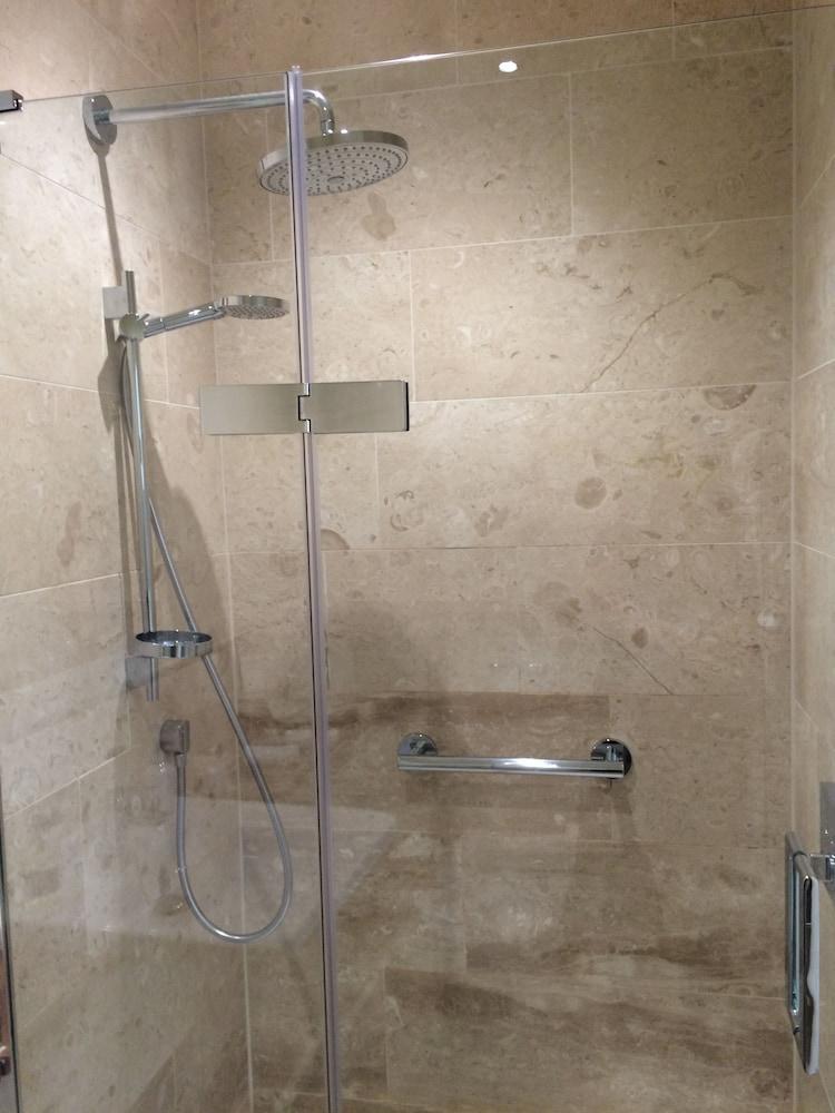 더 라이벡 컨트리 하우스 & 레스토랑(The Ryebeck Country House & Restaurant) Hotel Image 27 - Bathroom