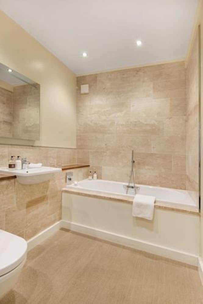 더 라이벡 컨트리 하우스 & 레스토랑(The Ryebeck Country House & Restaurant) Hotel Image 32 - Bathroom