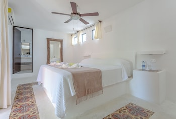 Suite, 1 King Bed, Garden View