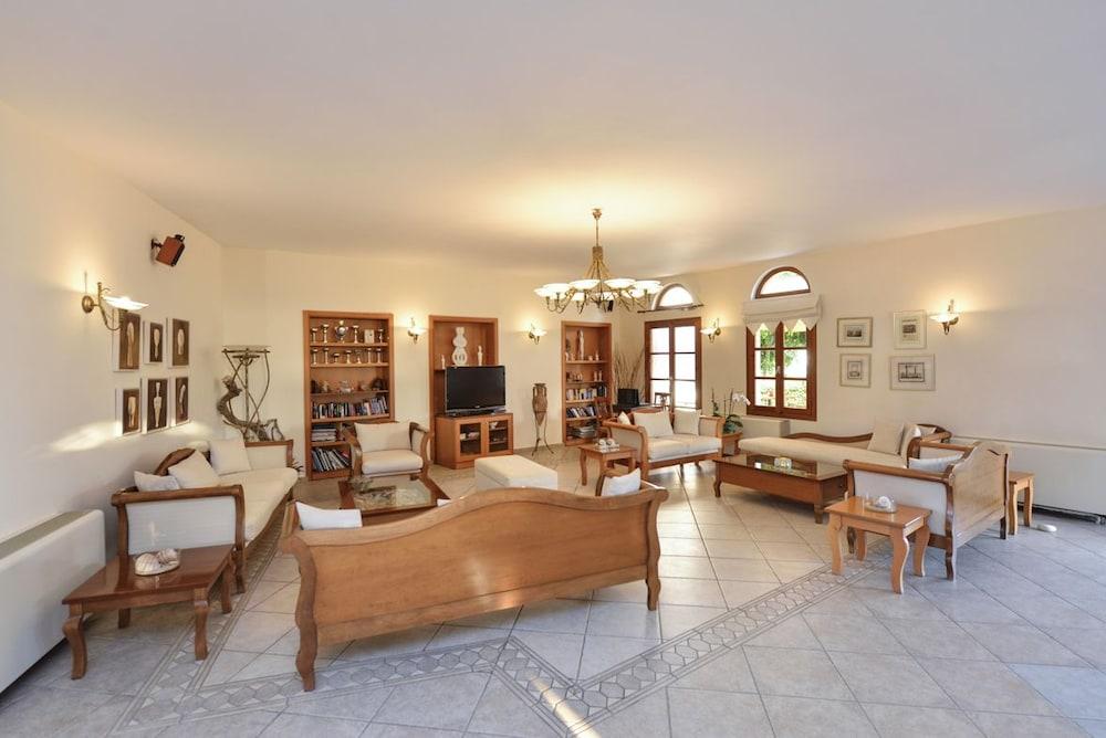 아스티르 오브 낙소스(Astir of Naxos) Hotel Image 1 - Lobby Sitting Area