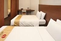 4 人部屋 (Bed Type Not guaranteed)