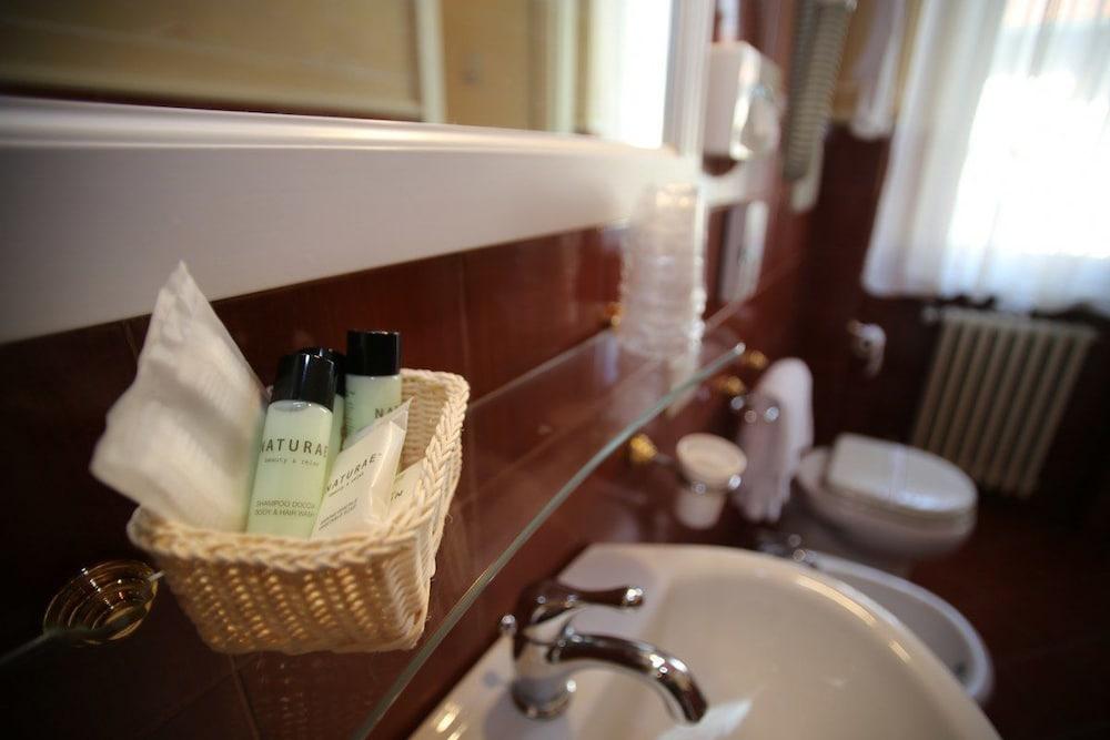 호텔 젠나리노(Hotel Gennarino) Hotel Image 52 - Bathroom