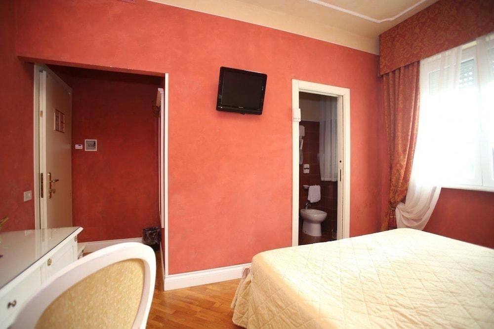 호텔 젠나리노(Hotel Gennarino) Hotel Image 12 - Guestroom