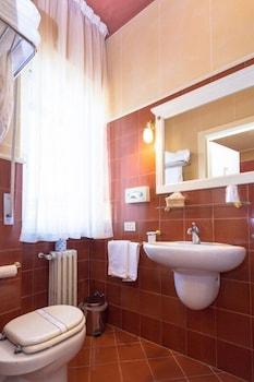 호텔 젠나리노(Hotel Gennarino) Hotel Image 45 - Bathroom