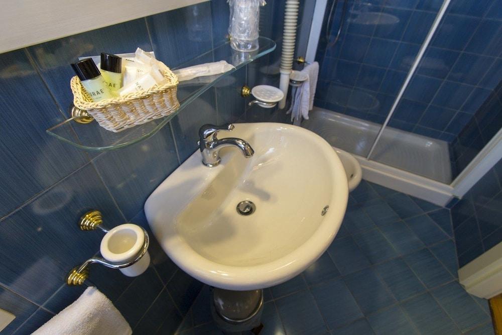 호텔 젠나리노(Hotel Gennarino) Hotel Image 50 - Bathroom