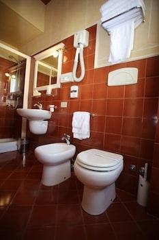호텔 젠나리노(Hotel Gennarino) Hotel Image 51 - Bathroom