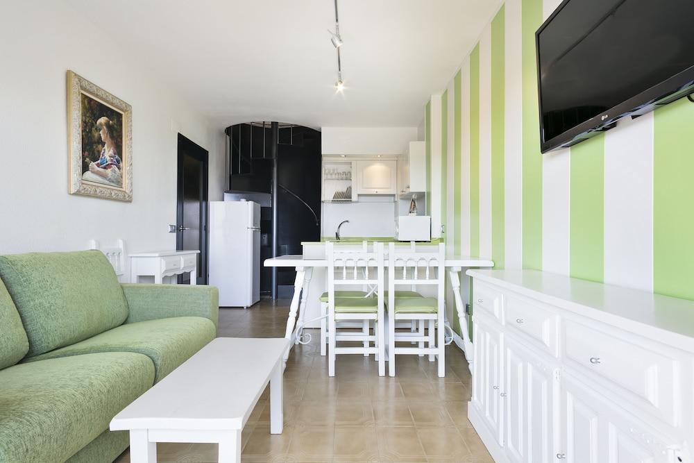 사예스 비치(Sallés Beach) Hotel Image 19 - Living Room