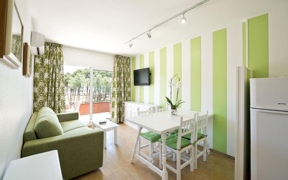 사예스 비치(Sallés Beach) Hotel Image 10 - Guestroom