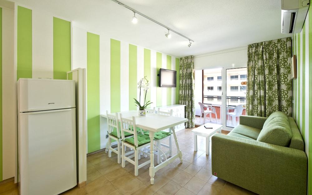 사예스 비치(Sallés Beach) Hotel Image 7 - Living Area