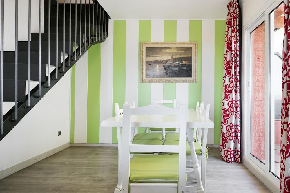 사예스 비치(Sallés Beach) Hotel Image 12 - Living Room