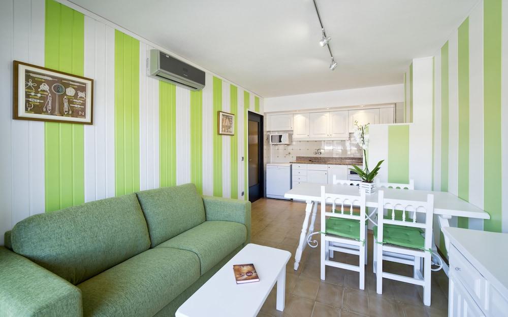 사예스 비치(Sallés Beach) Hotel Image 8 - Living Area