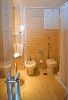 호텔 프리마베라(Hotel Primavera) Hotel Image 14 - Bathroom