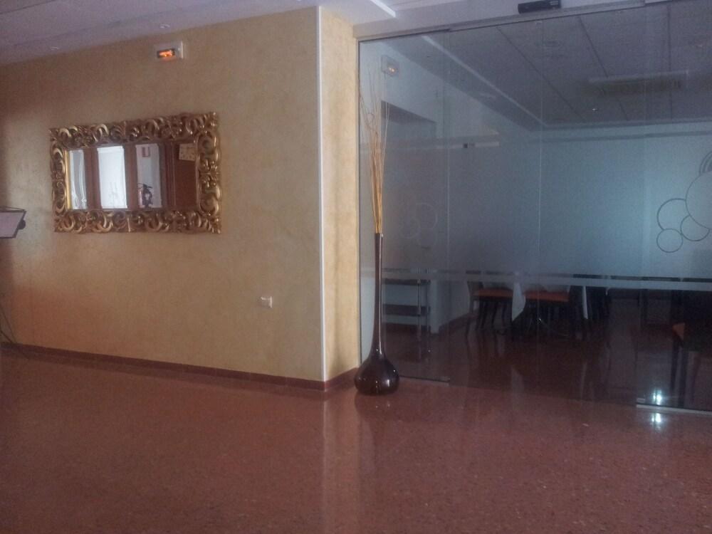호텔 프리마베라(Hotel Primavera) Hotel Image 16 - Interior Entrance