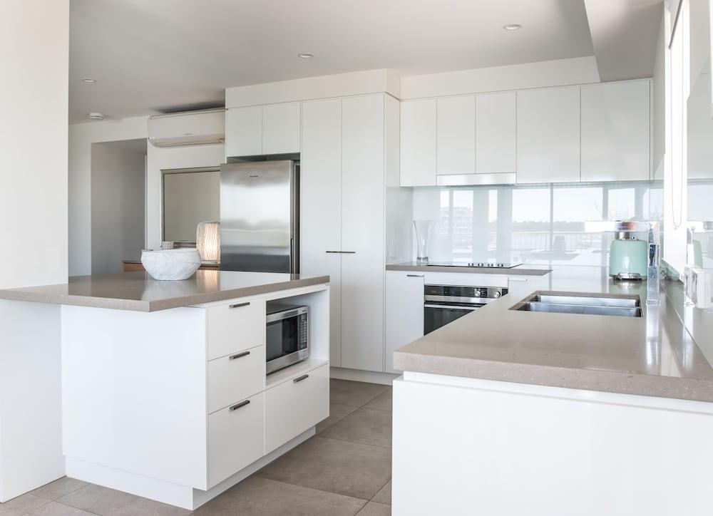 누사 퍼시픽 리조트(Noosa Pacific Resort) Hotel Image 29 - In-Room Kitchen