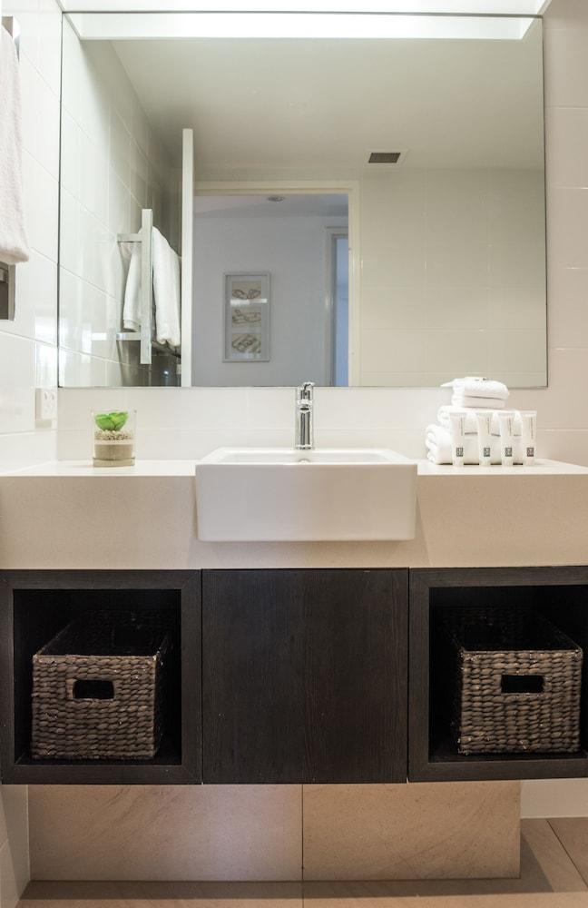 누사 퍼시픽 리조트(Noosa Pacific Resort) Hotel Image 65 - Bathroom