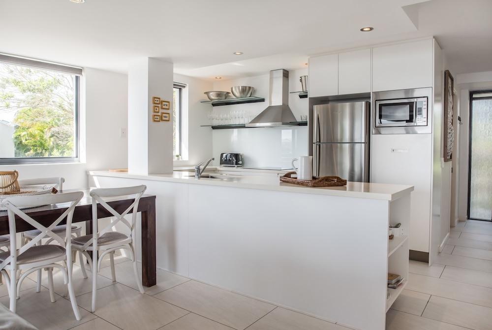 누사 퍼시픽 리조트(Noosa Pacific Resort) Hotel Image 31 - In-Room Kitchen