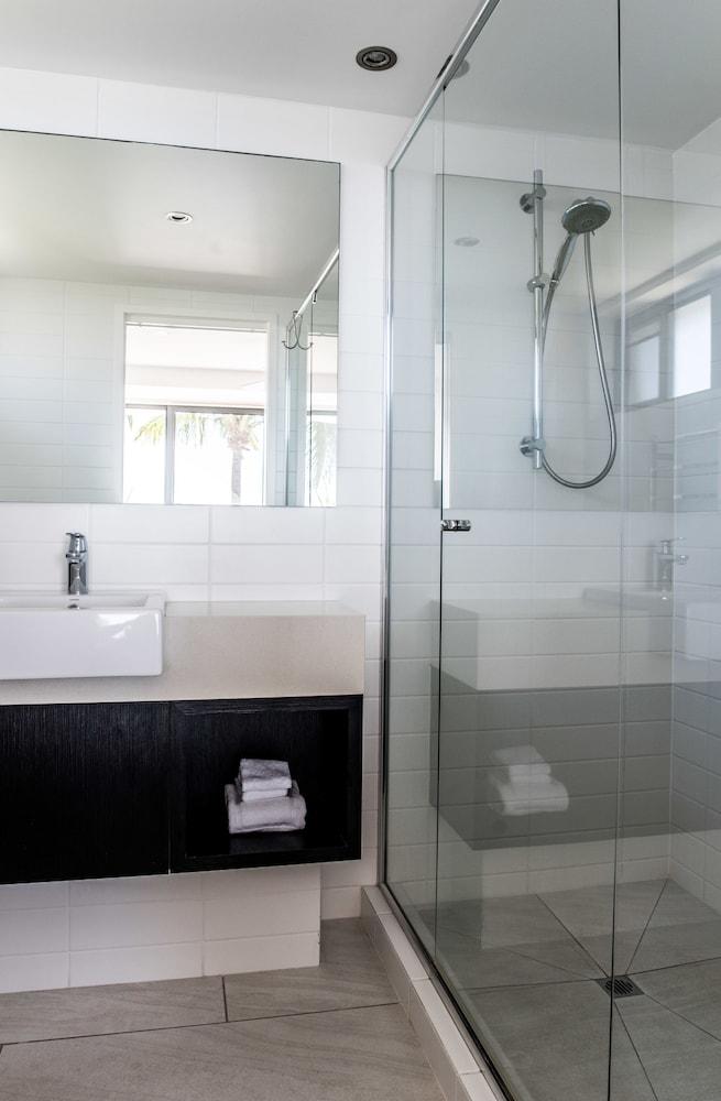 누사 퍼시픽 리조트(Noosa Pacific Resort) Hotel Image 66 - Bathroom