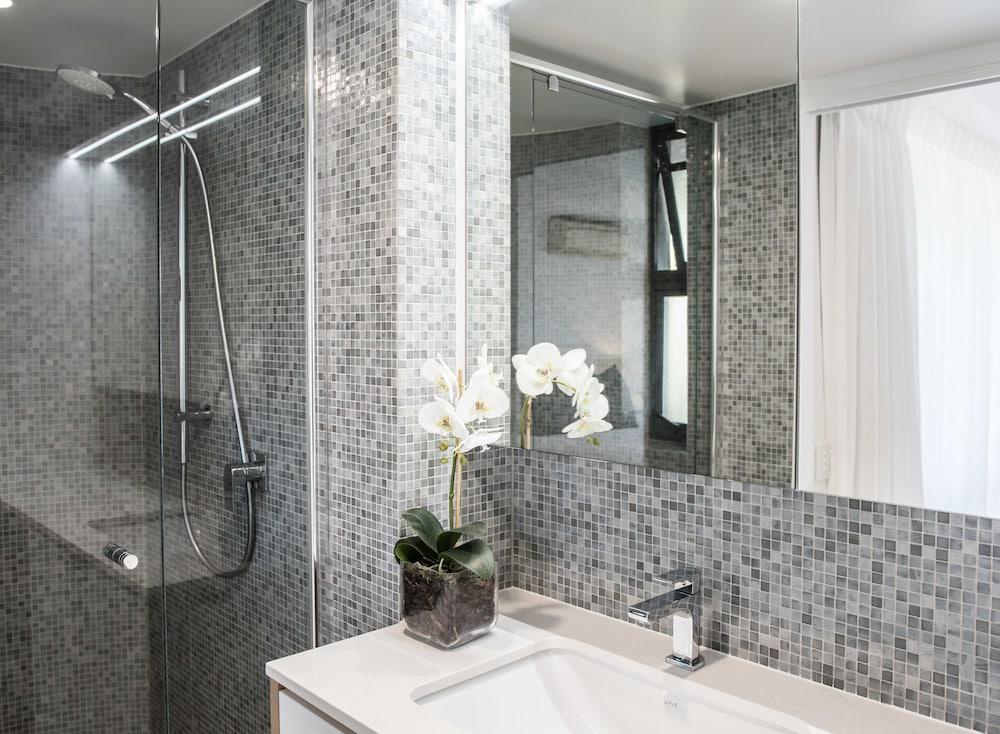 누사 퍼시픽 리조트(Noosa Pacific Resort) Hotel Image 68 - Bathroom