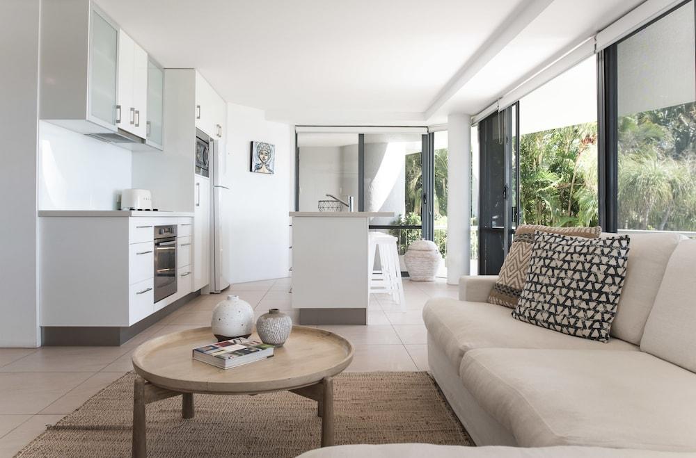 누사 퍼시픽 리조트(Noosa Pacific Resort) Hotel Image 54 - Living Room