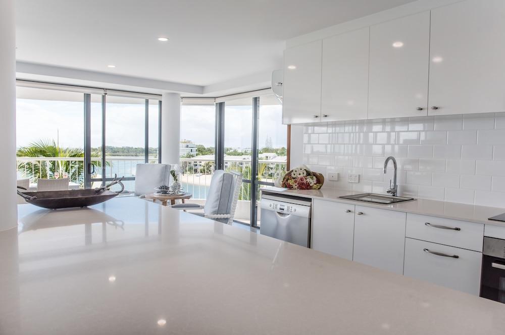 누사 퍼시픽 리조트(Noosa Pacific Resort) Hotel Image 34 - In-Room Kitchen
