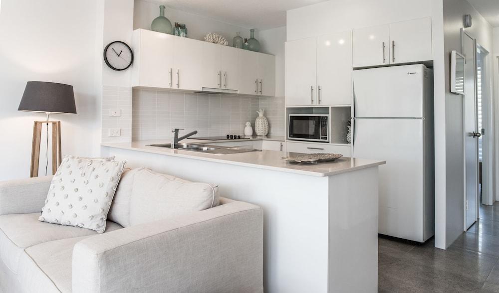 누사 퍼시픽 리조트(Noosa Pacific Resort) Hotel Image 35 - In-Room Kitchen