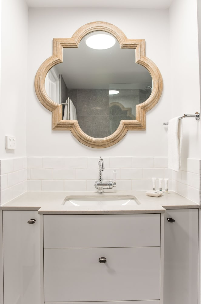누사 퍼시픽 리조트(Noosa Pacific Resort) Hotel Image 70 - Bathroom