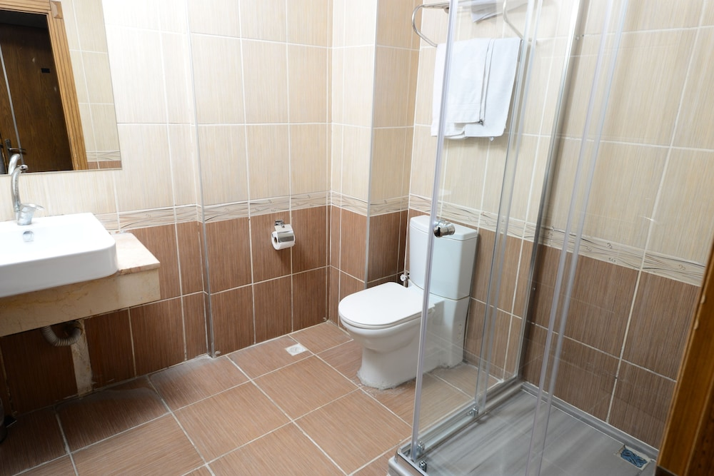 더 럭스 부티크 호텔(The Luxx Boutique Hotel) Hotel Image 14 - Bathroom