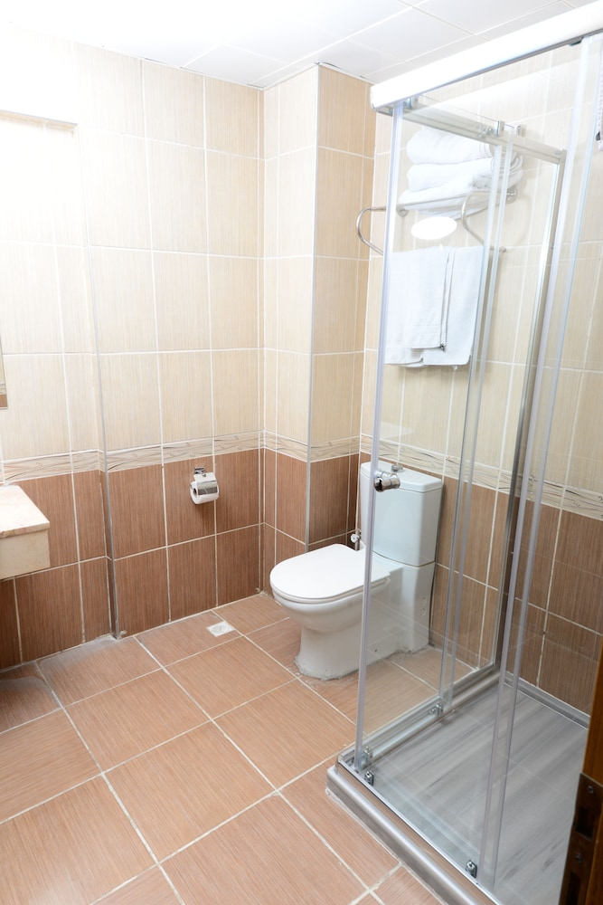 더 럭스 부티크 호텔(The Luxx Boutique Hotel) Hotel Image 15 - Bathroom