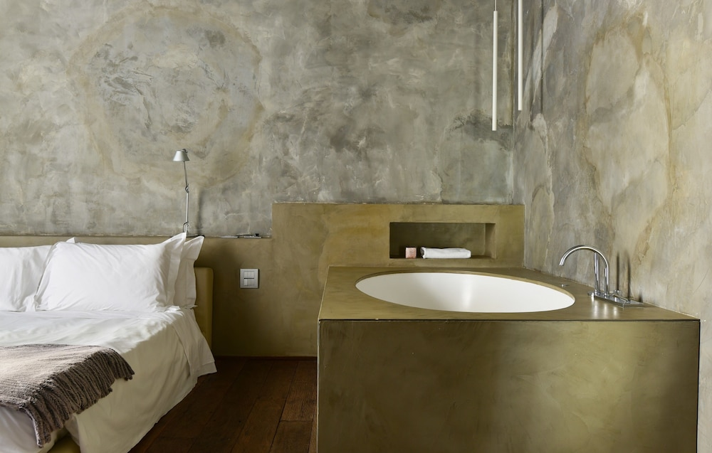 팔라초 세그레티(Palazzo Segreti) Hotel Thumbnail Image 35 - Bathroom Sink