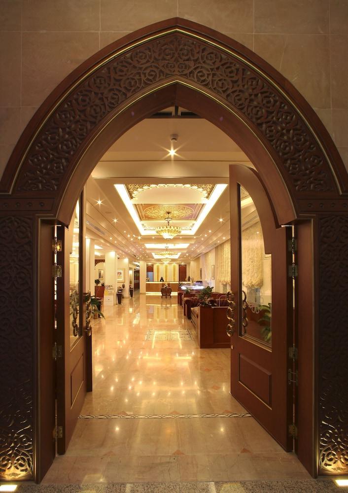 플래티넘 호텔(Platinum Hotel) Hotel Image 23 - Interior Entrance