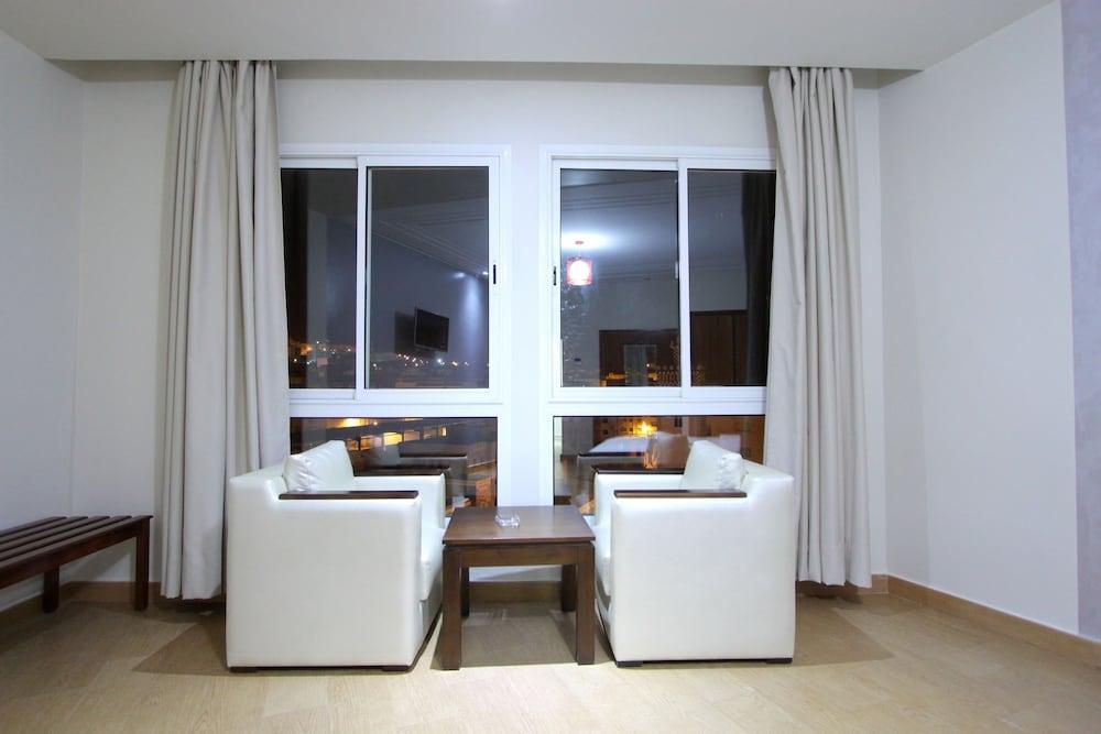 호텔 라 페를라(Hotel La Perla) Hotel Image 19 - Living Area