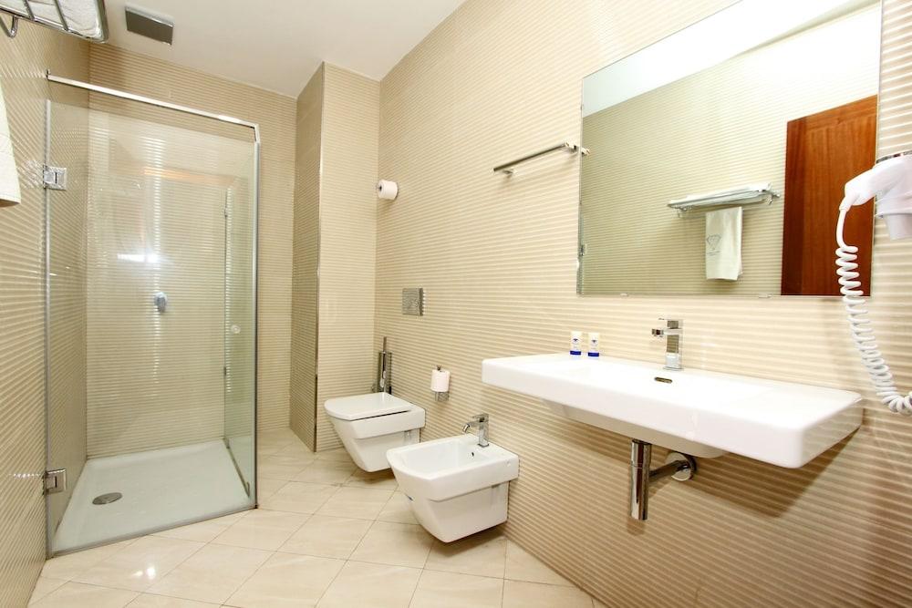 호텔 라 페를라(Hotel La Perla) Hotel Image 20 - Bathroom