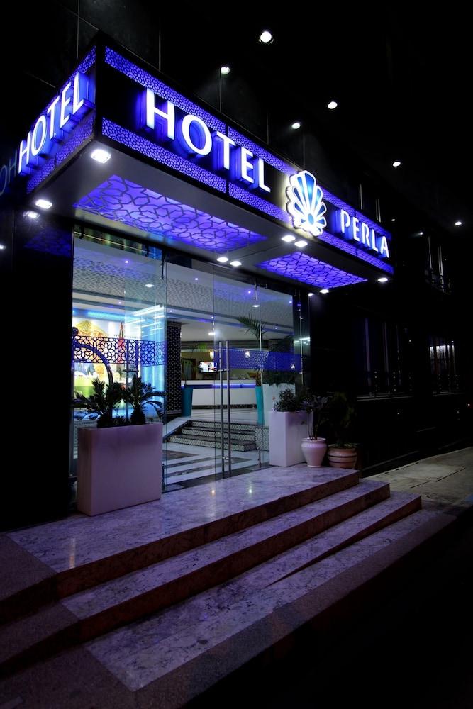 호텔 라 페를라(Hotel La Perla) Hotel Image 14 - Hotel Front - Evening/Night