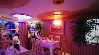 호텔 라 페를라(Hotel La Perla) Hotel Image 24 - Restaurant