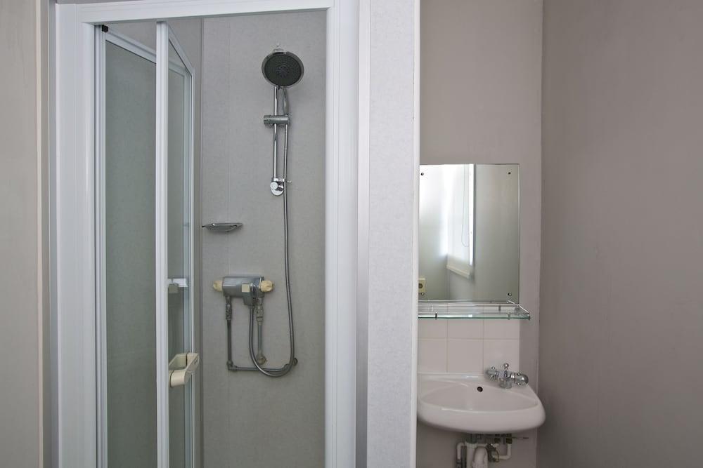 다팅턴 홀 호텔(Dartington Hall Hotel) Hotel Image 42 - Bathroom Shower